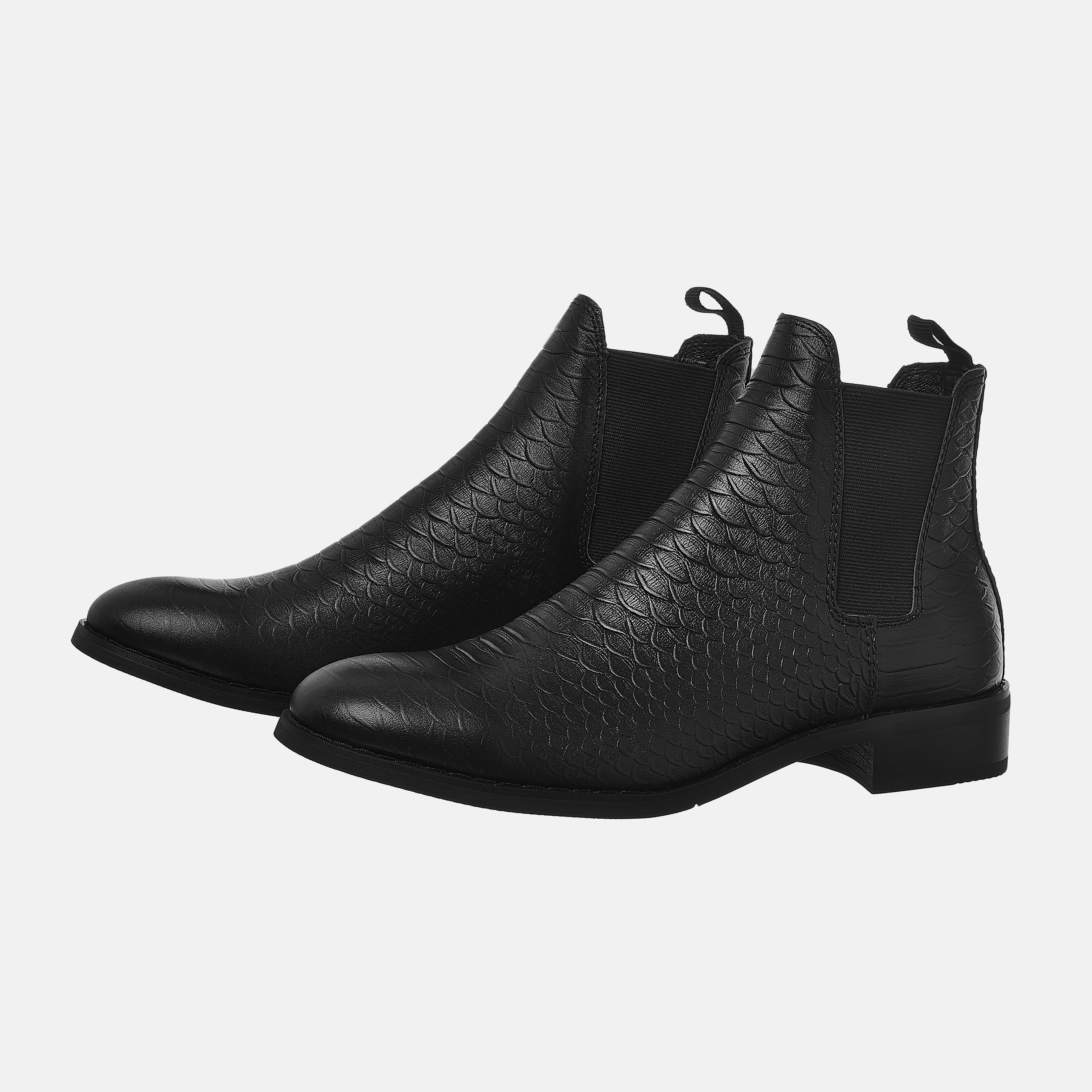 The Wild Chelsea Boots In Black The Wild Chelsea Boots In Black 1 1