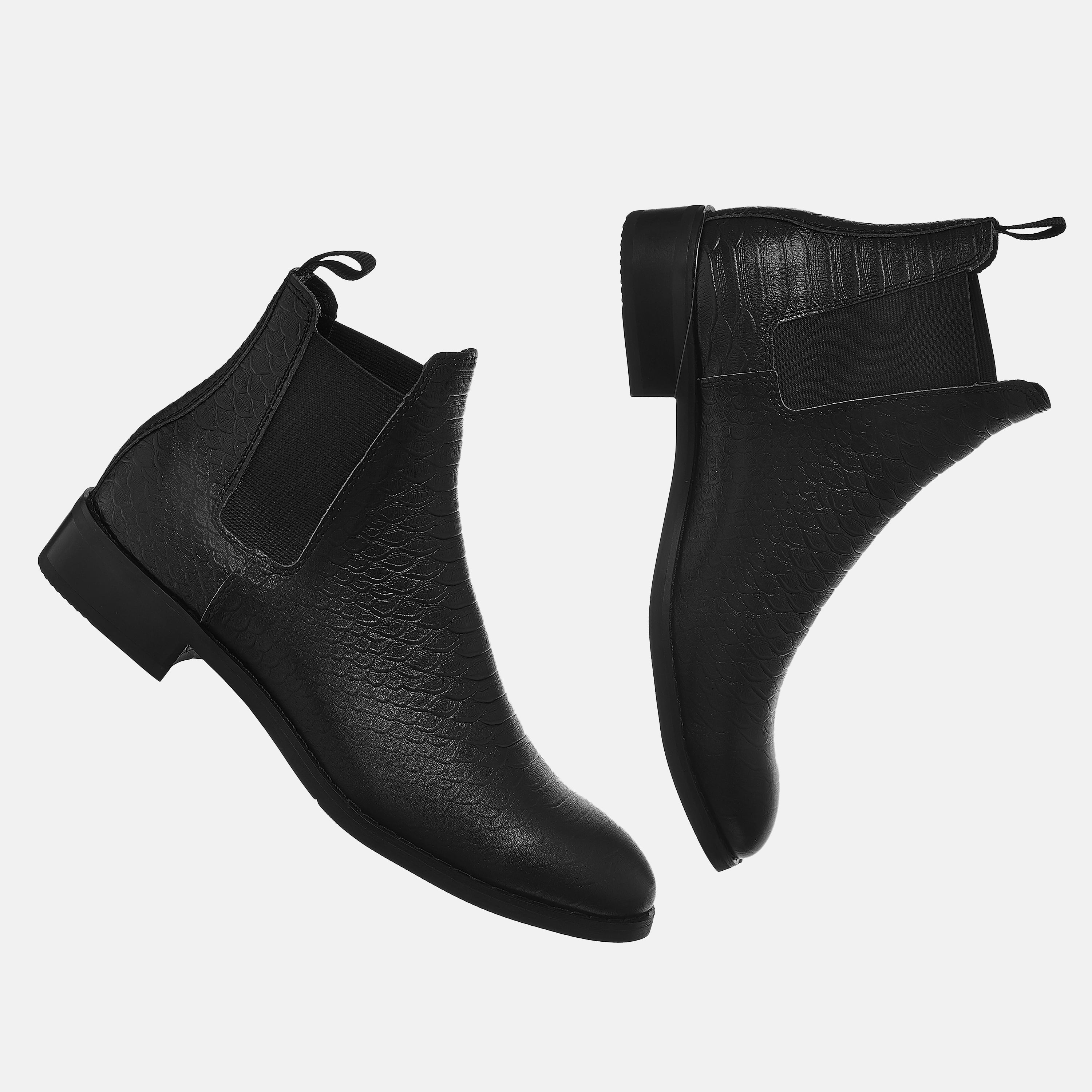 The Wild Chelsea Boots In Black The Wild Chelsea Boots In Black 3 1